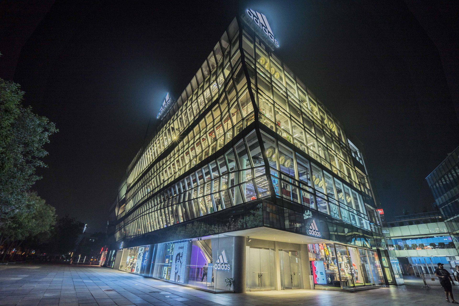 阿迪达斯三里屯品牌中心焕新开启